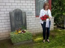Jutta Hartmann mit Blumen