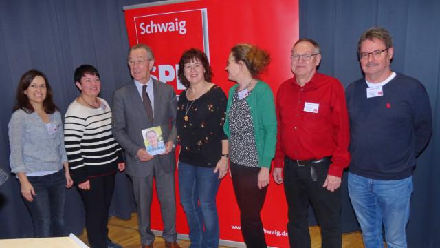 Franz mit Claudia und einigen Kandidaten